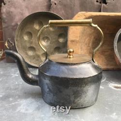 Ancient Victorian Cast Iron And Brass Kettle. J And J Siddons. Fire Pit. Pub Farm House Kitchen. Rustic Kitchen Décor. Shabby Chic