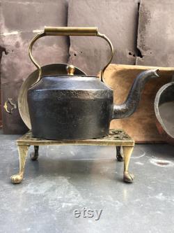 Antique victorian Cast Fer et Brass Kettle. J and J Siddons. Foyer au coin du feu. Pub Farm House Kitchen. Décor de cuisine rustique. Shabby chic