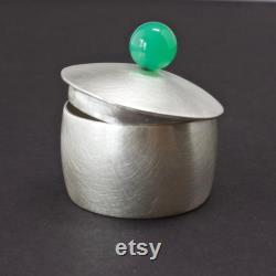 Boîte en argent sterling avec Pierre Chrysoprase, présentation Art métal contenant, bol de sel, synclastiques Trésor contenant, Artisan ferronnerie