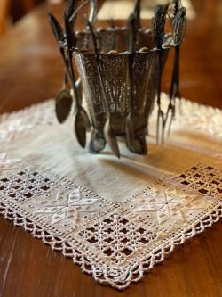 Dentelles chypriotes traditionnelles Lefkara Tissu de table carré, Design beige et blanc, Broderie Lefkaritika