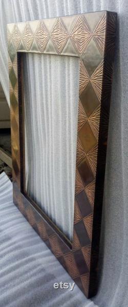 Finition lisse en cuivre Diamond en forme de conception faite main Cadre miroir avec des dessins remplis de diamants dans un design spécial martelé à la main