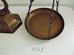 Impressionnant vintage italien des années 1940 En laiton décoratif MD CV Balance Scales balances vintage. Balances décoratives. Cuisine de campagne .