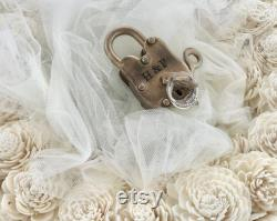 Love Lock Unity Cérémonie de mariage Centerpieces Avec Personalized Metal Padlock Rustic Wedding