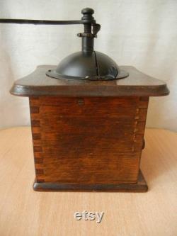 Modèle antique de moulin à café antique de boîte de table en bois de boîte de table