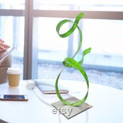 Petite sculpture en métal vert, pièce maîtresse moderne, décor de table basse, cadeau unique pour le décor de bureau accent d allure de lime par Jon Allen