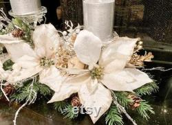 Pièce maîtresse de Noël, pièce maîtresse blanche, pièce maîtresse de concepteur, décor de Noël, pièce maîtresse de poinsettia, poinsettias blancs, bougie de Noël