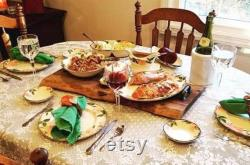 Planche de charcuterie, planche à découper en bois de bord vivant, ferme rustique, décor de cuisine, planche à fromage en bois, plateau de service en bois avec poignées, nouvelle maison
