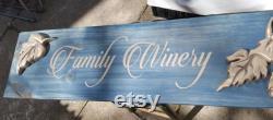 Signe en bois sculpté de main de vin