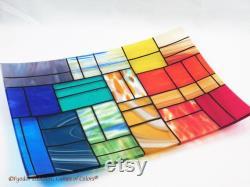 Un plateau rectangulaire en verre fondu Un mélange de couleurs doux Plaque décorative Pièce maîtresse plaque peu profonde