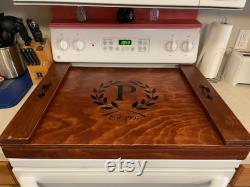 Votre couverture de poêle initiale monogramme Housse de cuisinière tachée en bois faite à la main, plateau de service, planche à nouilles, décoration de cuisine évier poêle.