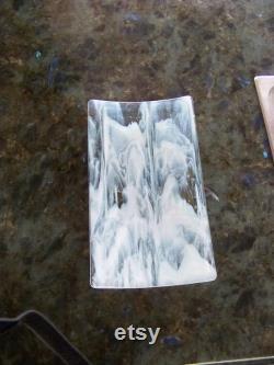 idée de cadeau blanche, plateau blanc, cadeau blanc de mariage, unique, verre blanc whispy, plateau en verre tourbillonnant, idées blanches de cadeau, cadeau blanc de Whispy.